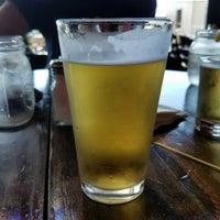 Foto tirada no(a) Angry Minnow Restaurant & Brewery por Casey V. em 9/21/2017