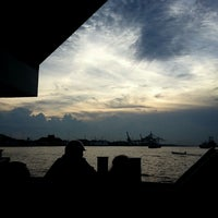 Photo taken at pelampung penyebrangan ferry prima eksekutif by Tri B. on 6/10/2013