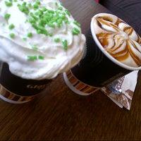 4/23/2013 tarihinde Buse K.ziyaretçi tarafından Gloria Jean's Coffees'de çekilen fotoğraf
