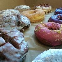 Foto tirada no(a) Blue Star Donuts por Kyle K. em 7/28/2014