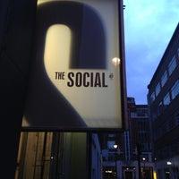 รูปภาพถ่ายที่ The Social โดย Hassan M. เมื่อ 12/1/2012