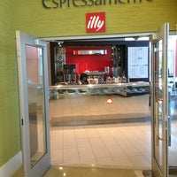 Photo taken at Illy Espressamente by Vincent V. on 9/3/2013