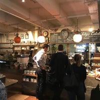 Das Foto wurde bei Toby's Estate Coffee von Wattanakorn T. am 11/3/2017 aufgenommen