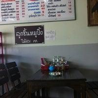 Photo taken at เตี๋ยวเรือต่อชาม by nut on 4/2/2013