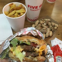 8/28/2018 tarihinde Amy H.ziyaretçi tarafından Five Guys'de çekilen fotoğraf