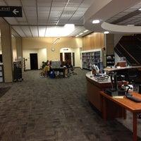 รูปภาพถ่ายที่ MIT Dewey Library (E53-100) โดย Sujoy Kumar C. เมื่อ 5/15/2013