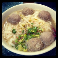 Photo taken at Mak Man Kee Noodle Shop by Peter P. on 6/27/2013