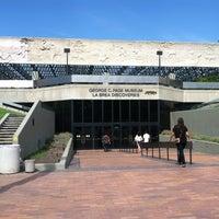 Das Foto wurde bei Page Museum at the La Brea Tar Pits von Jonathan S. am 9/29/2012 aufgenommen