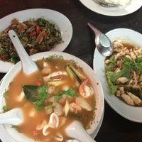 Photo taken at ร้านสามแม่ครัว (เตาฟืน) by Thirada on 9/29/2013
