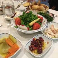 2/6/2013 tarihinde Özlem Özyavuz Erbaşziyaretçi tarafından Deniz Restaurant'de çekilen fotoğraf