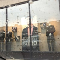 9/18/2013 tarihinde Javier C.ziyaretçi tarafından Men's Wearhouse'de çekilen fotoğraf