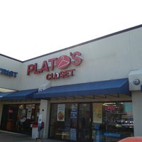 Photo taken at Plato's Closet Harwood Heights by Javier C. on 4/21/2013