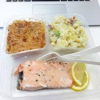 Photo taken at Munch Saladsmith by Dinnie L. on 9/23/2014