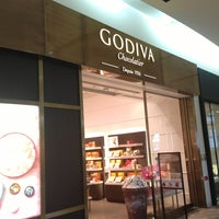Photo taken at Godiva Hankyu Nishinomiya Gardens by Mrtn E. on 1/13/2014