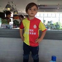 Photo taken at KFC by Yağmur on 5/26/2015