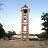 รูปภาพถ่ายที่ DSC Bell Tower โดย Jackson R. เมื่อ 8/29/2013