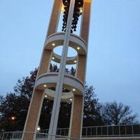รูปภาพถ่ายที่ DSC Bell Tower โดย Jackson R. เมื่อ 10/30/2012