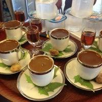 6/29/2013 tarihinde Fahriziyaretçi tarafından Çınaraltı Cafe'de çekilen fotoğraf