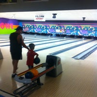Photo taken at King Pin Bowl and Ale House by Calvin P. on 7/19/2014