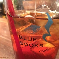 Photo taken at BLUE BOOKS cafe 自由が丘店 by Chaki on 10/9/2017