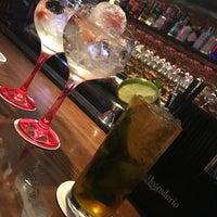Foto tomada en 47 Cocktail Bar por Vanessa M. el 10/6/2017