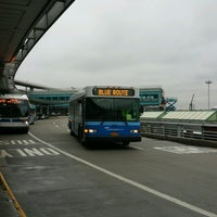 Photo taken at MTA Bus -  LGA Internal Roadway & Terminal B (M60/Q48/Q70/Q72) by ♥Curtis R. on 1/18/2017