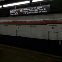 Photo taken at MTA Subway - Parsons Blvd (F) by ♥Curtis R. on 10/14/2017
