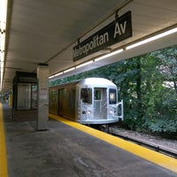 Photo taken at MTA Subway - Middle Village/Metropolitan Ave (M) by ♥Curtis R. on 9/2/2017