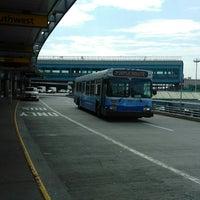 Photo taken at MTA Bus -  LGA Internal Roadway & Terminal B (M60/Q48/Q70/Q72) by ♥Curtis R. on 8/11/2017