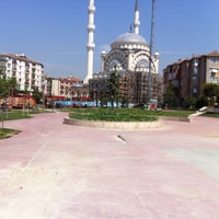 Das Foto wurde bei Aliya İzzet Begoviç Parkı von Suna K. am 4/29/2013 aufgenommen