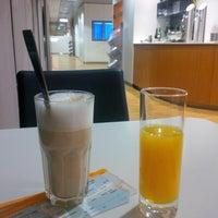 Снимок сделан в Lufthansa Senator Lounge пользователем Steffen H. 2/13/2015