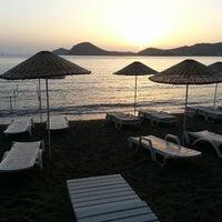 5/20/2013 tarihinde Erhan D.ziyaretçi tarafından Pina Lounge Cafe & Beach'de çekilen fotoğraf