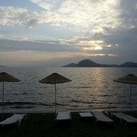 5/9/2013 tarihinde Erhan D.ziyaretçi tarafından Pina Lounge Cafe & Beach'de çekilen fotoğraf