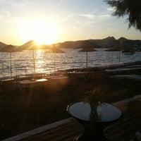 6/6/2013 tarihinde Erhan D.ziyaretçi tarafından Pina Lounge Cafe & Beach'de çekilen fotoğraf