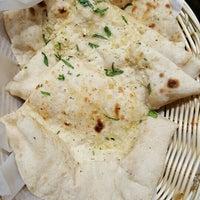 รูปภาพถ่ายที่ Tarka Indian Kitchen โดย Hayden W. เมื่อ 1/7/2016