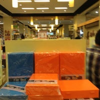 Photo taken at HARRIS Bookstore by Fatin R. on 3/27/2013