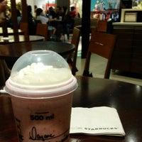 Foto tirada no(a) Starbucks por Dayane T. em 1/2/2016