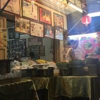 Photo taken at ร้านขนมนกน้อย แม่หลาย (เจ้าเก่า) by Suparang B. on 3/25/2017