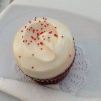Photo taken at Hamptons Cupcakes by Eri T on 3/21/2013