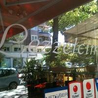 Foto tirada no(a) Lezzetcim por Ahmet em 9/23/2012