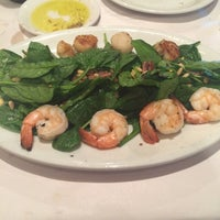 Photo taken at Romano's Macaroni Grill by Yessika R. on 4/28/2015