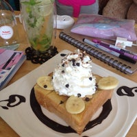 Photo taken at Nine Dessert Cafe by ℓoukρℓα on 7/11/2014