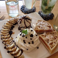 Photo taken at Nine Dessert Cafe by ℓoukρℓα on 8/30/2014