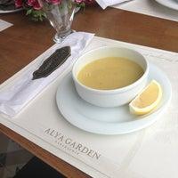 Das Foto wurde bei Alya Garden Restaurant Cafe von Umut Y. am 4/15/2013 aufgenommen