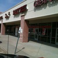 Foto tomada en Sally's Beauty Supply por Marie-Térese C. el 10/2/2012