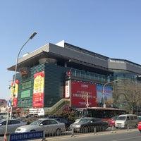 Photo taken at 秀水街 Silk Street Market by liwei l. on 2/27/2013