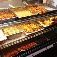 Photo prise au Punjabi Grocery & Deli par Laurie A. le3/2/2013