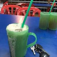 Photo taken at Arfa Batik Seafood Restaurant by Nadia N. on 1/30/2017