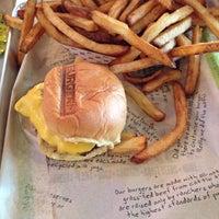 รูปภาพถ่ายที่ BurgerFi โดย Ian เมื่อ 9/30/2013
