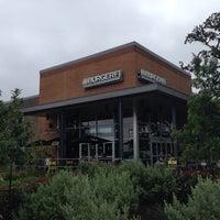 รูปภาพถ่ายที่ BurgerFi โดย Ian เมื่อ 9/29/2013